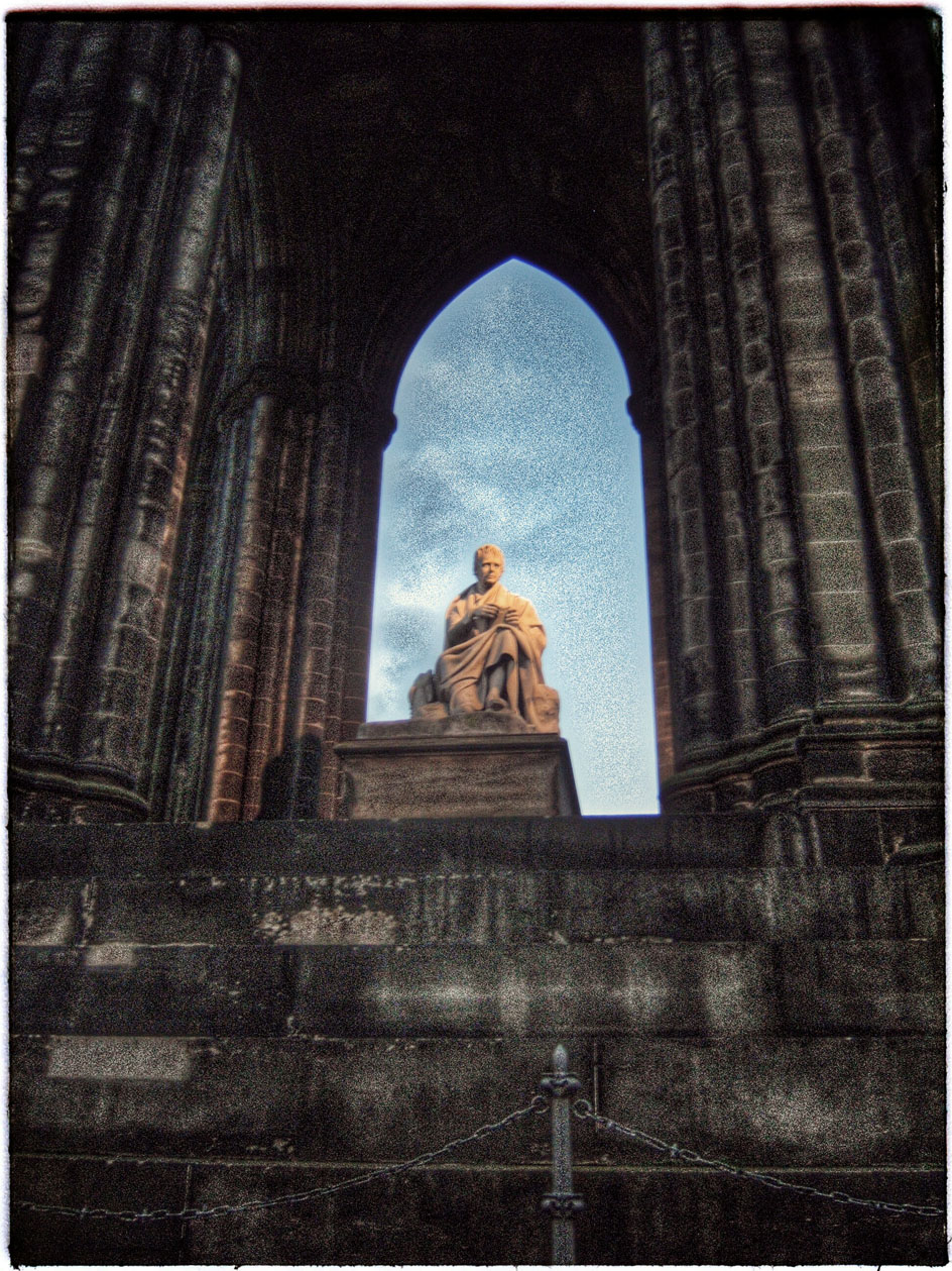 O monumento a Walter Scott. Considerado o primeiro autor de best sellers... quen nos dira.